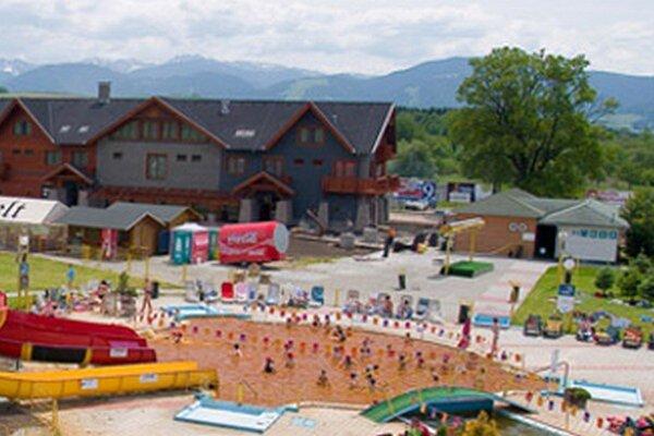 Bešeňovský aquapark leží medzi Nízkymi a Západnými Tatrami.