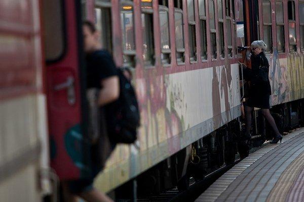 Viete, z čoho platíme naše vlaky?