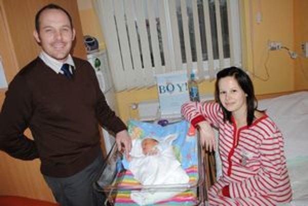 Malý Samko s rodičmi. Včera mali v starej pôrodnici návštevu.