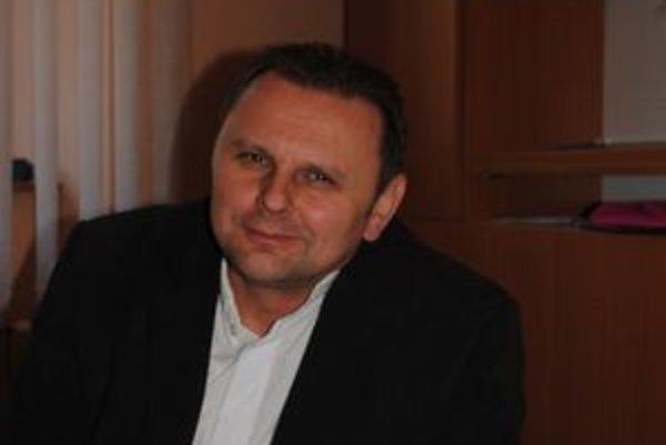 Dekan Farnosti svätého Mikuláša v Prešove Jozef Dronzek. Počítač zatiaľ nepožehnával.