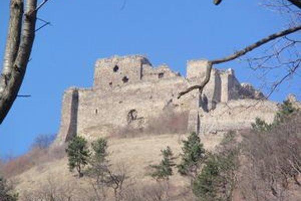 Kapušiansky hrad. S jeho čiastočnými úpravami by chceli začať tento rok.