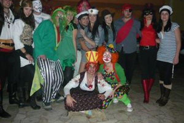 Karnevalová párty. V Trnkove oslavovali fašiangy.