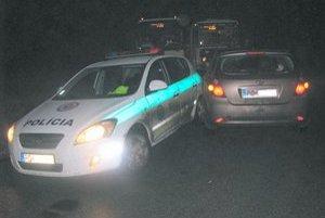 Nehoda. Opitý starosta autom vrazil do policajtov, ktorí mu dávali prednosť.