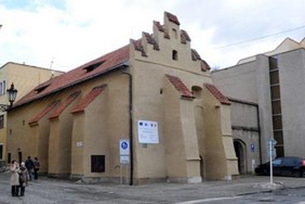 Opravená budova Caraffovej väznice.