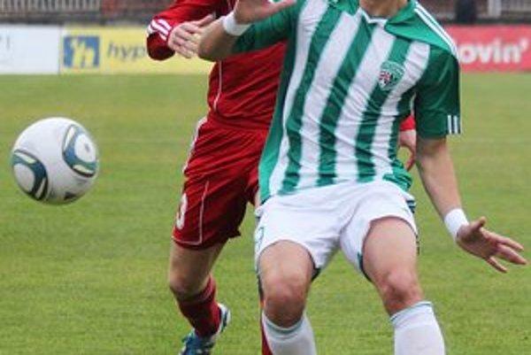 Jaroslav Kolbas (v zeleno-bielom drese). Verí, že štart do jarnej časti Corgoň ligy zeleno-bielym vyjde.