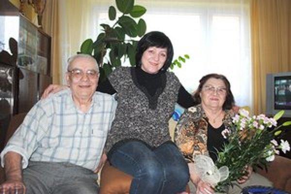 Buncovci s najmladšou dcérou Alenou. Tešia sa z krásnej šťastnej rodiny.