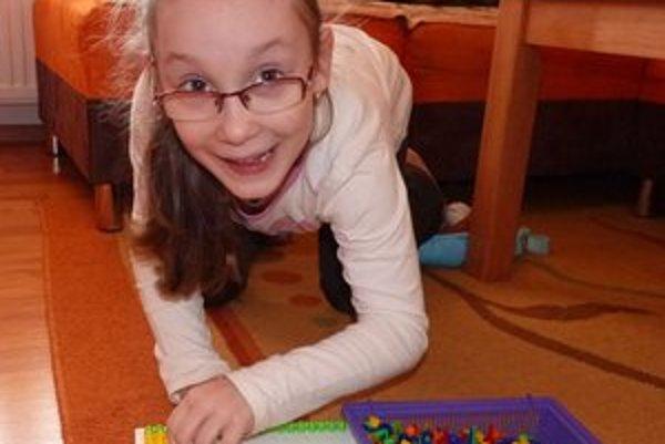 Päťročná Lea. Mentálne je v poriadku, trpí však detskou mozgovou obrnou.