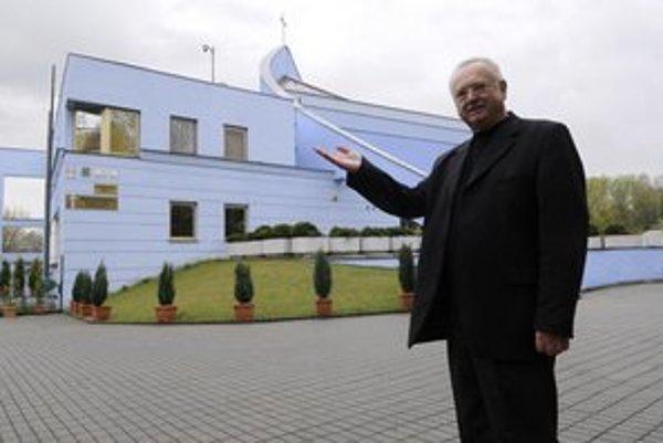 Kamerový systém bude monitorovať aj priestor pred kostolom Kráľovnej pokoja.