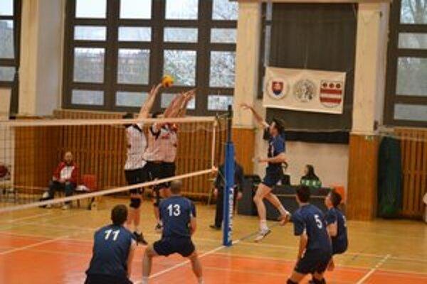Nitrania (v modrom). V Prešove podali lepší výkon ako domáci a zaslúžene vyhrali.