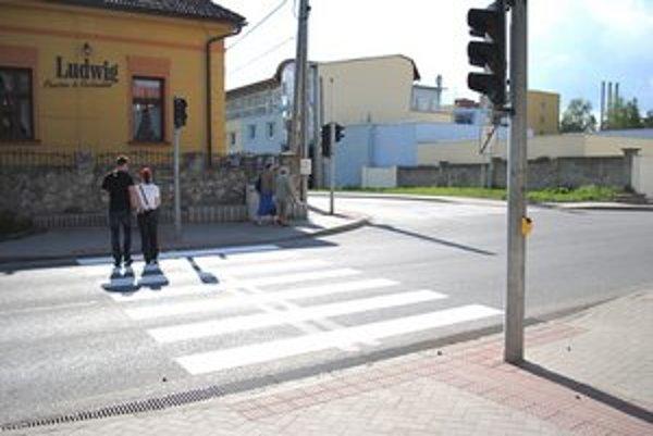 Vodorovné dopravné značenie. V Prešove ho maľujú postupne do konca mája.