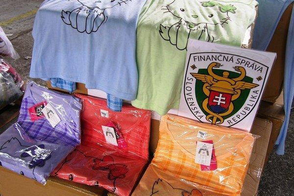 Falošné farebné pyžamká pre deti s obľúbenou mačkou aj falzifikáty tenisiek spália.