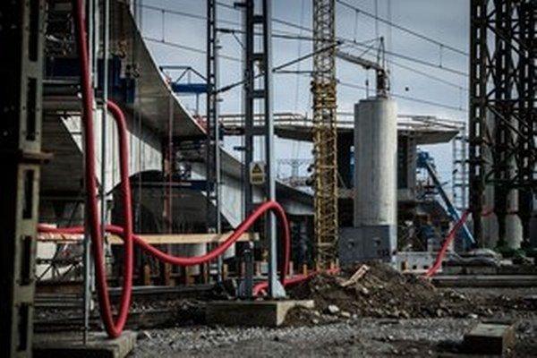 Váhostav zamestnáva asi 1300 ľudí. Vlani dosiahol stratu 13,5 milióna eur.