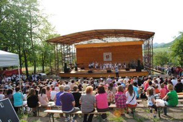 Amfiteáter v parku. Tu sa budú konať aj 9. kapušianske folklórne dni.