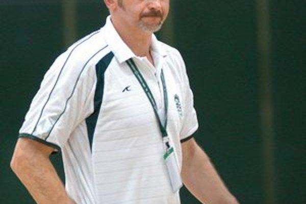 Tréner najmladších. Text k foto: J. Žuravľov povedie na majstrovstvách mladších žiakov.