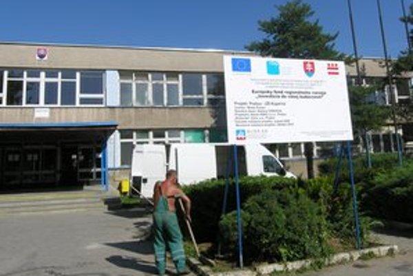 Základná škola Kúpeľná v Prešove. Pracoval tu obvinený učiteľ.
