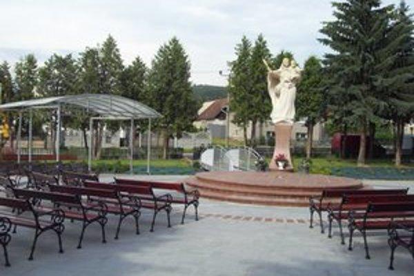 Rímskokatolícky kostol vo Vyšnej Šebastovej. Tu sa zatiaľ konajú obrady za zosnulých.