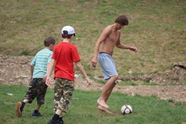 Kemp na Sigorde. Zabávali sa aj športom.