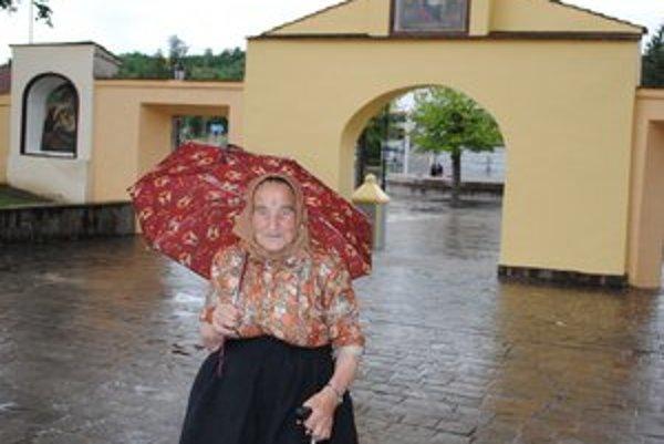 Mária Kucková. Osemdesiatnička z Veľkého Šariša sa denne modlí k Panne Márii.