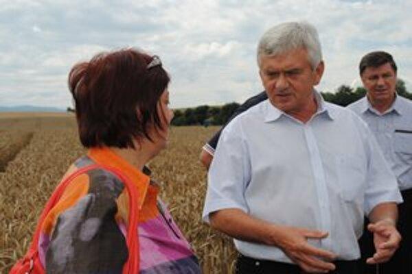 Minister Ľ. Jahnátek. Chce podporovať pestovateľov aj firmy na spracovanie a predaj výrobkov.