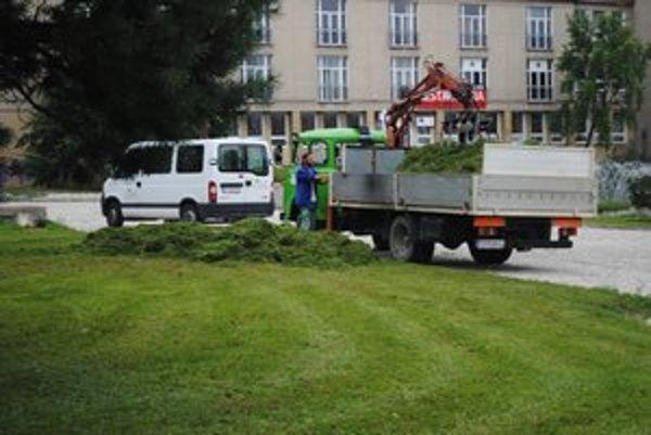 Kosenie pri Dome kultúry. Rozpis ulíc kosby je aj na stránke mesta Prešov.
