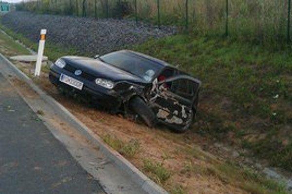 Nehoda na diaľnici. Opitý vodič prešiel do protismeru.