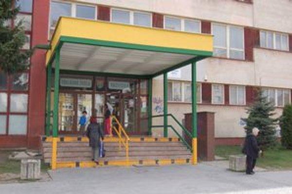 Základná škola Važecká v Prešove. Rodičia detí z problémových tried na plenárku neprišli.