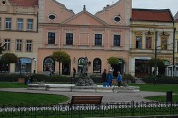 Fontány v meste. Neptúnovu fontánu v centre mesta spustia ešte pred sviatkami.