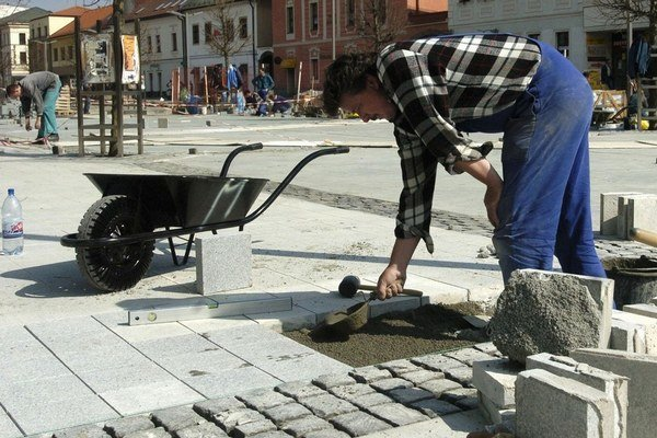 Za eurofondy vydláždili zámkovou dlažbou mnohé námestia.