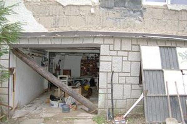 Popraskané domy na Horárskej ulici.