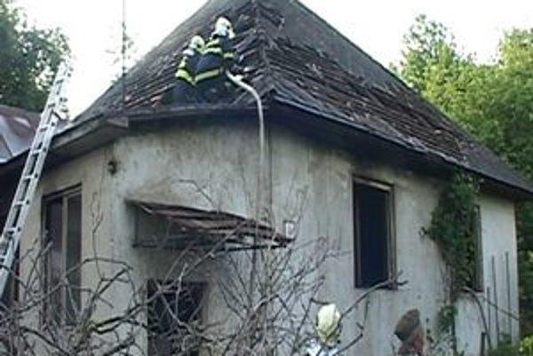 Zhorený dom. Smrť v ňom našiel 52-ročný muž.