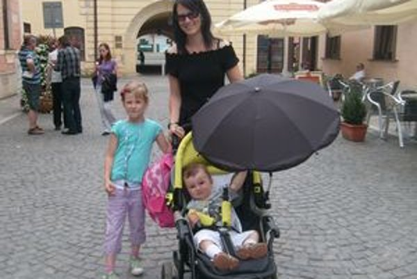Gabriela Benková. S deťmi jej pomôžu starí rodičia.
