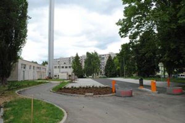 Parkovisko na Volgogradskej. Zatiaľ je pusté, čoskoro na ňom budú inkasovať parkovné.