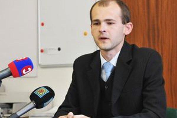 Miroslav Antoňák. Zastupuje poškodených klientov.