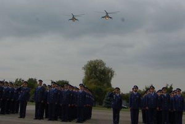 Posledný prelet. Vrtuľníky Mi-24, ktorých bolo na prešovskom vojenskom letisku dovedna 16, vyradili z prevádzky.