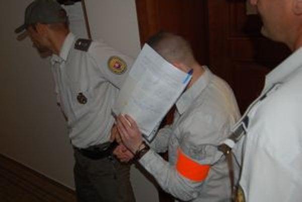 Ján Cibuľa na krajský súd prišiel ako jediný z obžalovaných. Sadiki je na úteku, Jambrich požiadal o konanie v neprítomnosti.