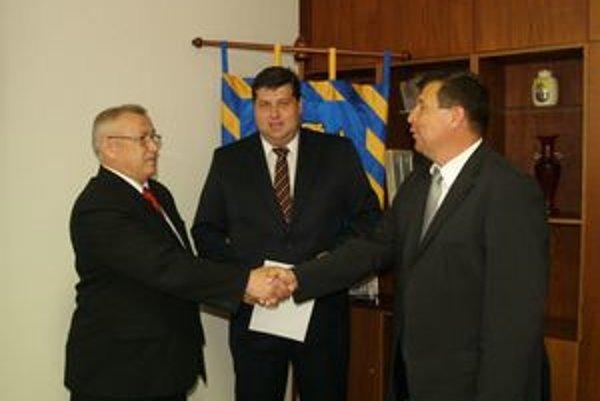 Viceprimátori vo Vranove. Dušan Molek a Miron Blaščák s primátorom v pozadí.