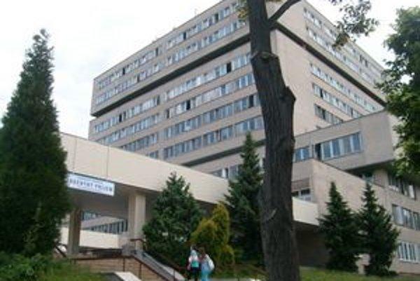 Fakultná nemocnica. Navštevujú ju pacienti zo širokého okolia.