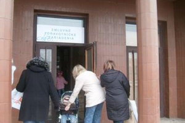 V Prešove problém s lekármi nie je, v menších okresoch sa búria.