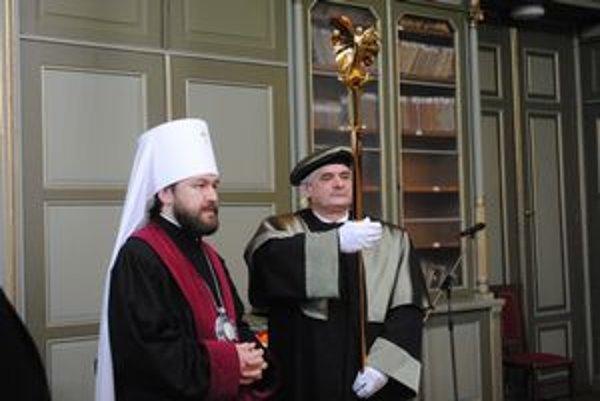 Metropolita Ilarion. Na Slovensku mu udelili už piaty čestný doktorát.