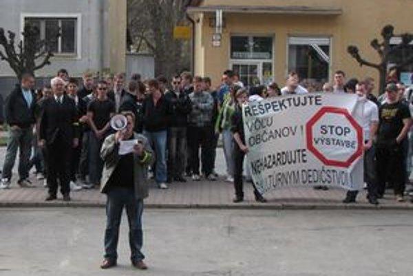 Protestujúci Svidníčania nepochodili.