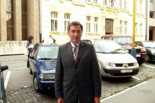 J. Kislík. Tvrdí, že za prázdne priestory mesto ročne stráca 261-tisíc eur.