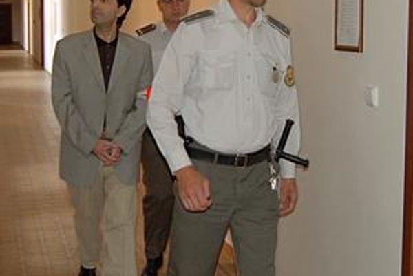 Obchodník so zbraňami. Ašota Mrktyčeva krajský súd odsúdil na trojročné väzenie za marenie spravodlivosti. Rozsudok je právoplatný. Čaká ho ešte obnovený proces za vraždu sninského podnikateľa.