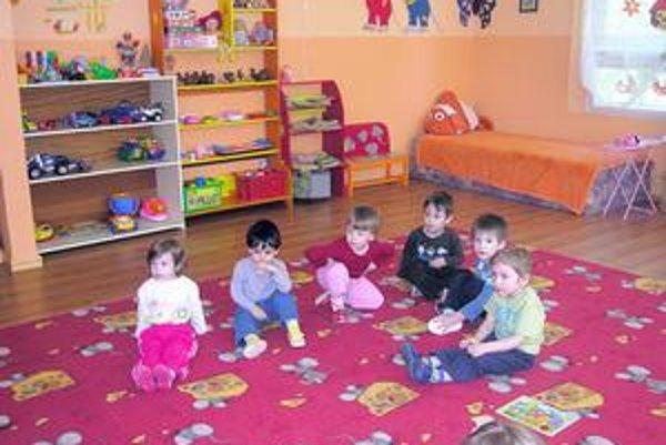 Deti z Bobríka na Mukačevskej. Presunuli ich do ZŠ, aby mohli otvoriť novú triedu v mestskej MŠ.