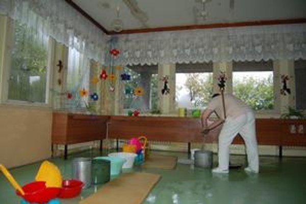 Materská škola. Škôlka na Sabinovskej v roku 2007, havarijný stav aj na tejto MŠ stále trvá.