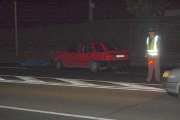 Auto muža zabilo na priechode pre chodcov.