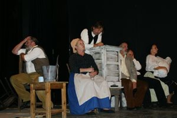 Ťapákovcov premiérovo uvedú na doskách Divadla Alexandra Duchnoviča v piatok.