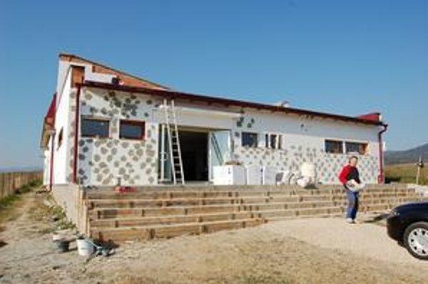 Kostol. Pomôcť stavať ho prišli do Sabinova dobrovoľníci z Ameriky.