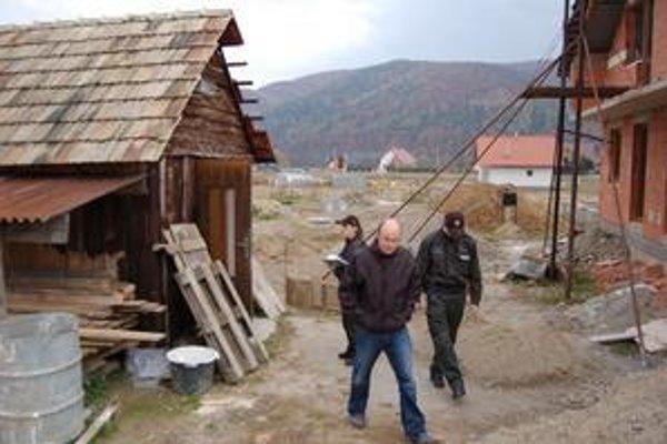 Lukáš Baňas je jedným z poškodených, zlodeji sa vlámali do plechového skladu pri dome.