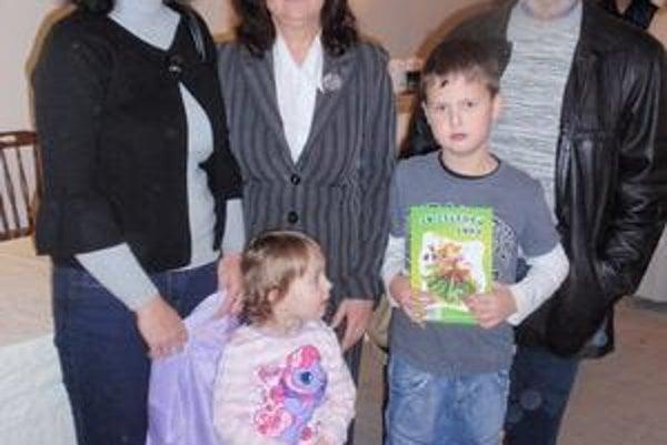 Spisovateľka s rodinou. Magdaléna Pavlišinová (v strede) vďačí za vznik knihy predovšetkým svojim blízkym.