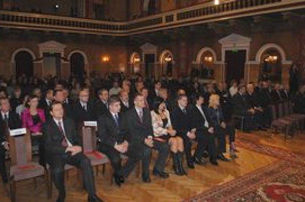 Úvodné slávnostné zastupiteľstvo sa konalo v sále Čierneho orla.